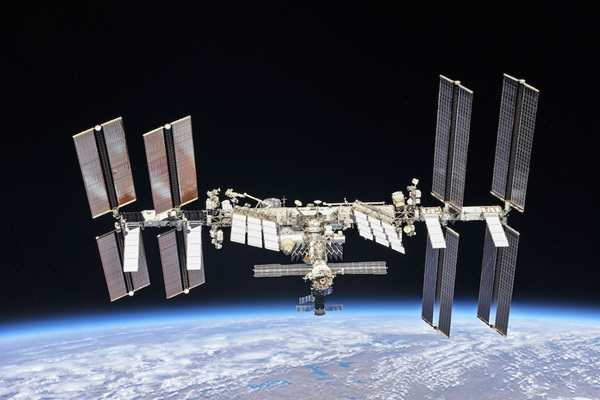 ISS_aboveEarth