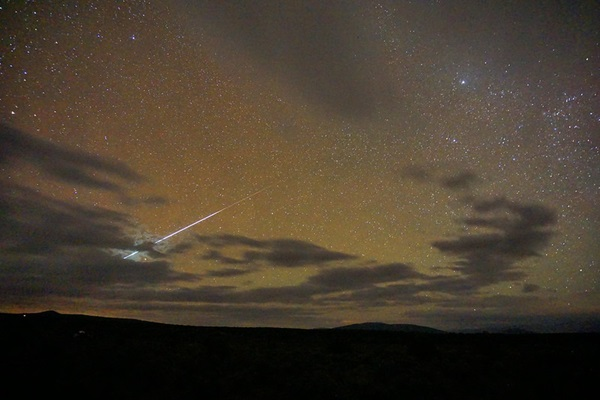 A Draconid meteor streaks over New Mexico